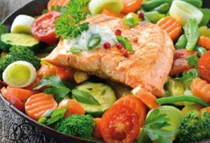 Gegarter Fisch und Gemüse